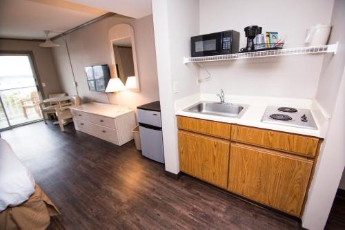 A kitchen or kitchenette at Hotel Dewey