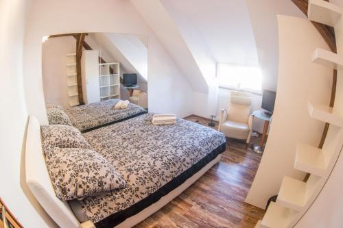 Łóżko lub łóżka w pokoju w obiekcie Fitness Hostel - pokoje OZONOWANE, darmowy parking