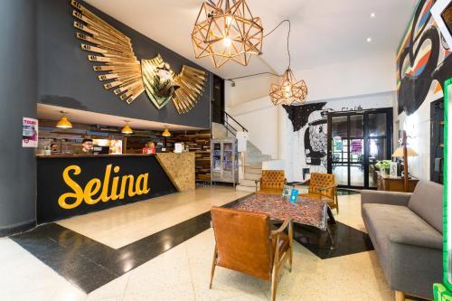 El vestíbulo o zona de recepción de Selina Medellin