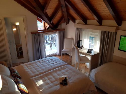 Ein Bett oder Betten in einem Zimmer der Unterkunft @ Home Hotel Locarno
