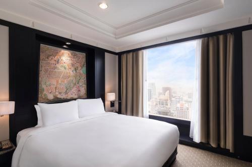 A bed or beds in a room at Banyan Tree Bangkok