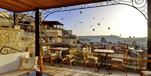 A restaurant or other place to eat at Terra Cave Hotel