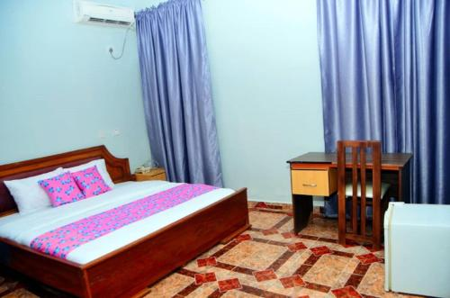 A bed or beds in a room at De Haven Suites