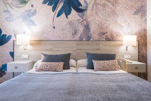 Cama o camas de una habitación en Salles Hotel Málaga Centro