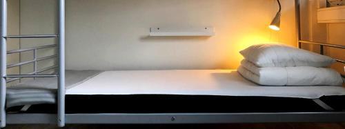 Säng eller sängar i ett rum på Örebro City Hostel