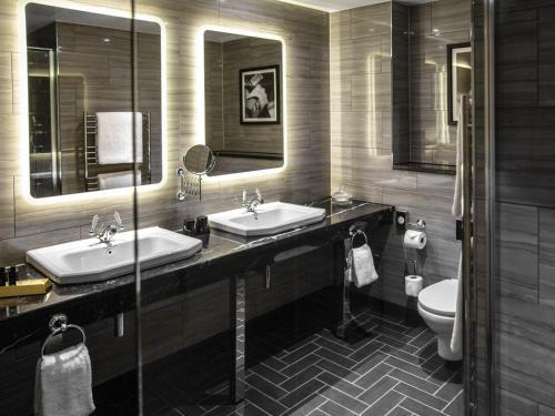 A bathroom at Hotel Gotham