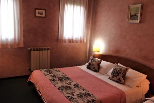 Un ou plusieurs lits dans un hébergement de l'établissement Hotel Doge