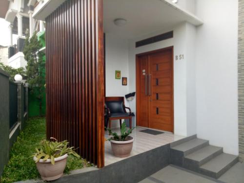 A television and/or entertainment center at Homestay Syariah Cileunyi, Bandung Timur