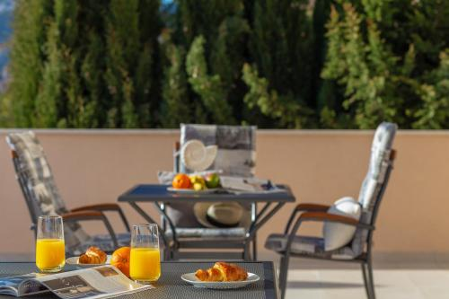 Breakfast options available to guests at Hedera Estate, Hedera A28