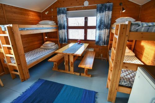 A bunk bed or bunk beds in a room at Kilpisjärven Retkeilykeskus Cottages