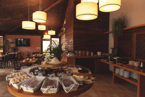 A restaurant or other place to eat at Corais e Conchas