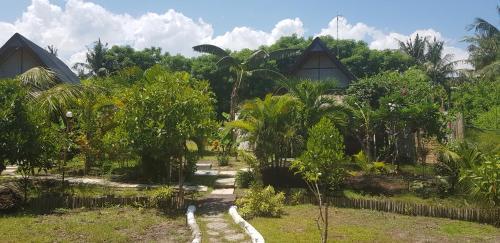 A garden outside Adeng-Adeng Bungalows