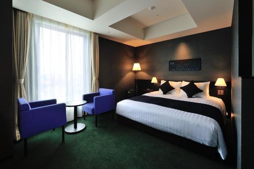 Tempat tidur dalam kamar di The Gate Hotel Asakusa Kaminarimon by Hulic