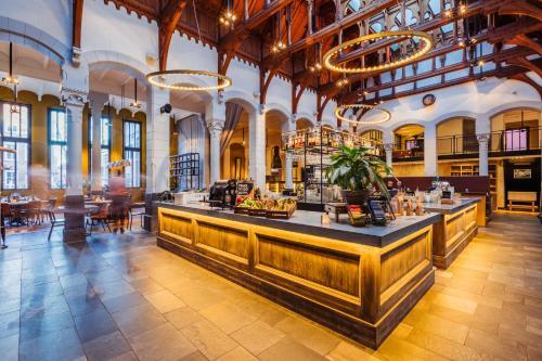 Post-Plaza Hotel & Grand Café