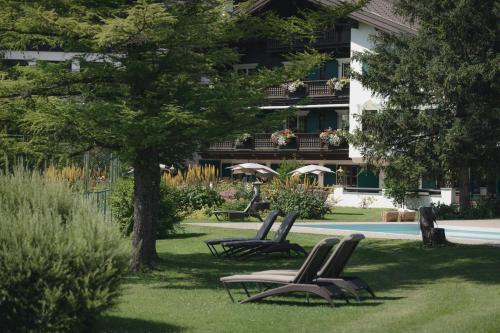 A garden outside Hotel Arlberg Lech