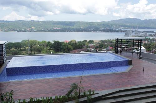 Het zwembad bij of vlak bij Hotel Santika Premiere Ambon
