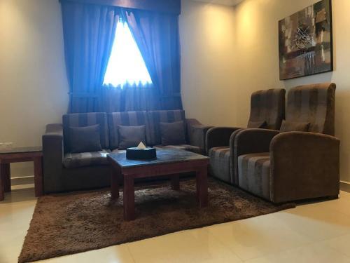 Uma área de estar em Nawara Furnished Units - ALAziziyah