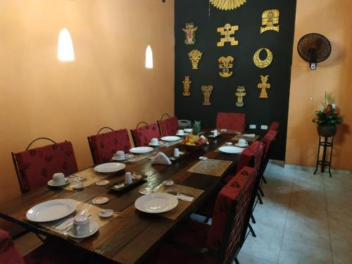 A restaurant or other place to eat at Casa India Catalina