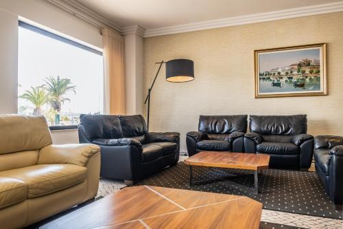 A seating area at Hotel Marina Rio
