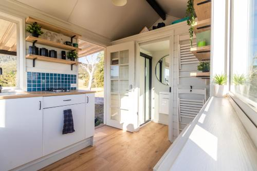 A kitchen or kitchenette at Yarra Valley Tiny House