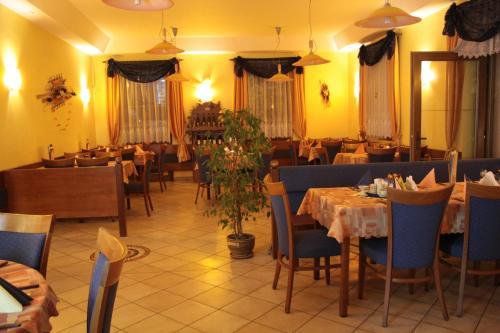 A restaurant or other place to eat at Penzion Poříčí