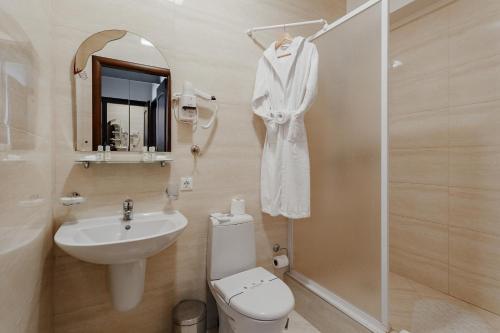 Ein Badezimmer in der Unterkunft Royal Street Hotel