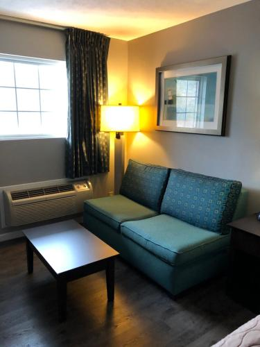 A seating area at Deerfield Inn and Suites - Fairview