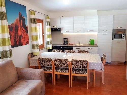 A kitchen or kitchenette at Residence La Zondra