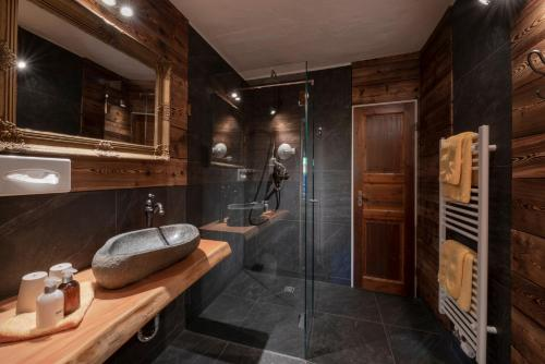 A bathroom at Hotel Land Gut Höhne