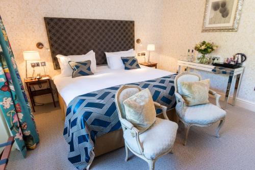 A bed or beds in a room at Storrs Hall Hotel