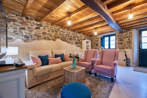 A seating area at Casa Entera A Ferradura