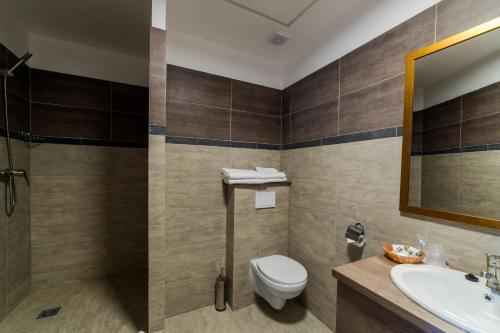 A bathroom at Sky Hotel