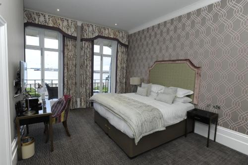 A bed or beds in a room at BEST WESTERN PLUS Dover Marina Hotel & Spa