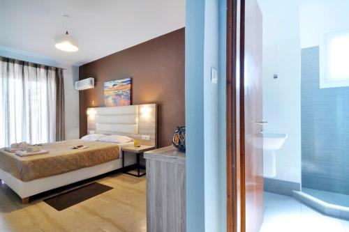 A bed or beds in a room at Hotel Orpheus