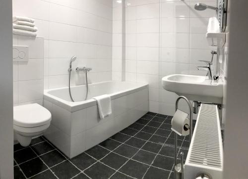 A bathroom at Belgische Loodsensociëteit