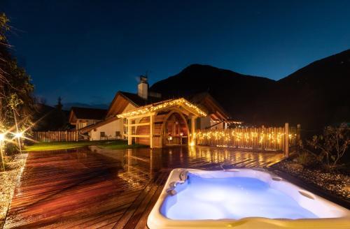 Het zwembad bij of vlak bij Hotel Appartement Haus Gitschberg