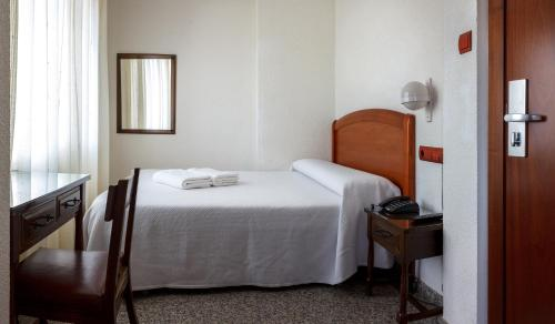 A bed or beds in a room at Hostal San Miguel