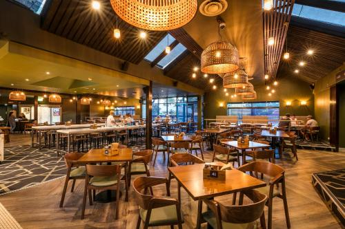 A restaurant or other place to eat at Nightcap at Caringbah Hotel