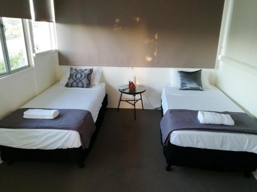 A bed or beds in a room at Walk to Beach Queenslander HOME in CBD Hervey Bay
