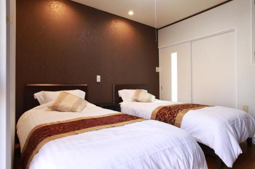 A bed or beds in a room at Samys Guest House Noda