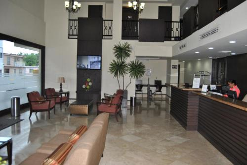 Un restaurante o sitio para comer en Hotel Alameda Express