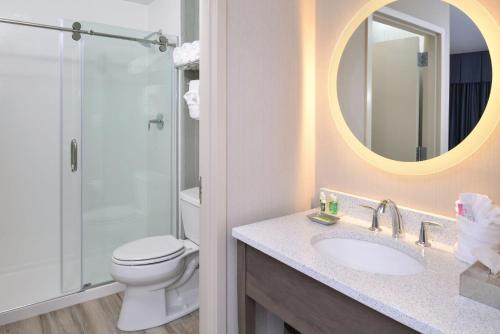 A bathroom at Anchored Inn at Hidden Harbor