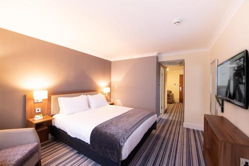 A bed or beds in a room at Holiday Inn Cardiff North M4 Jct 32, an IHG Hotel