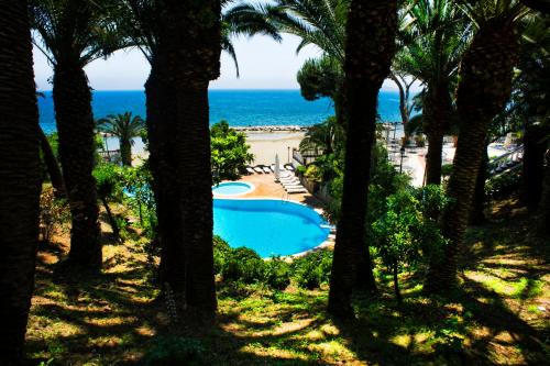 The swimming pool at or near Grande Albergo Miramare