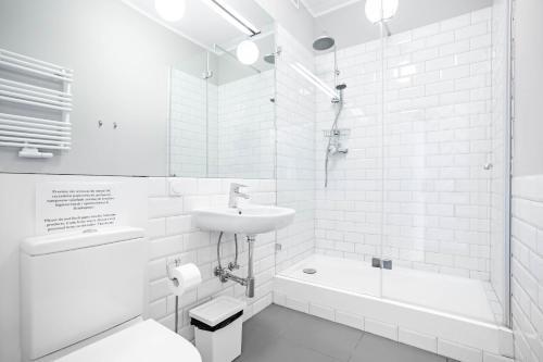 A bathroom at Apartamenty Velvet
