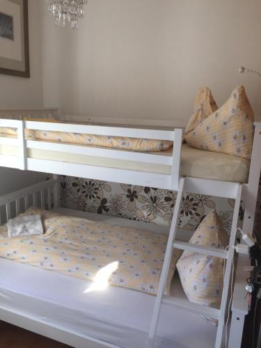 Ein Etagenbett oder Etagenbetten in einem Zimmer der Unterkunft Pensione Olanda