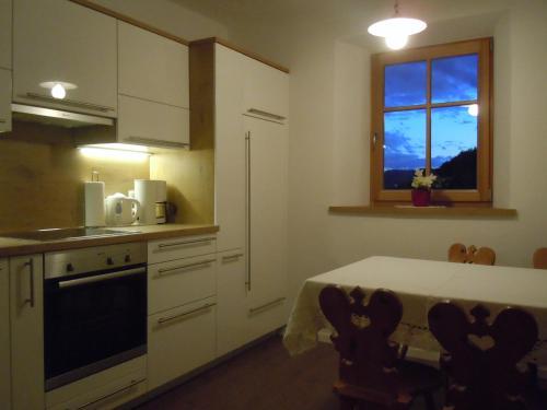 A kitchen or kitchenette at Feldererhof