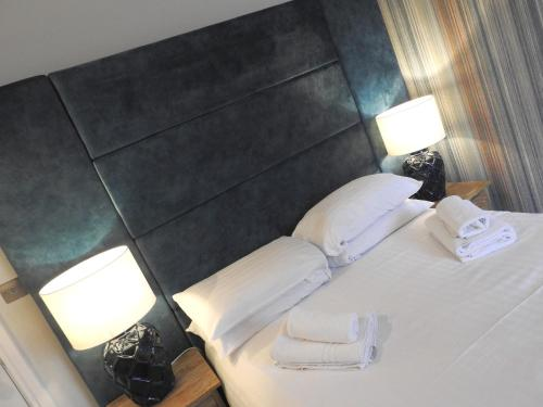 A bed or beds in a room at Manor House Hotel