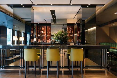 The lounge or bar area at Gran Hotel Domine Bilbao