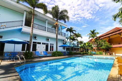 The swimming pool at or close to Aries Biru Hotel & Villa